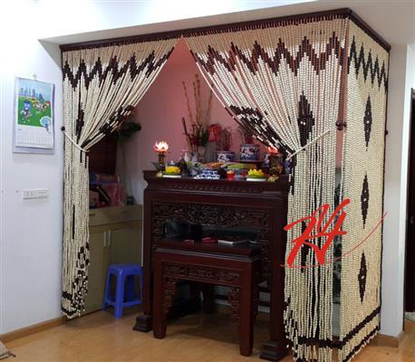 Rèm phòng thờ được làm bằng hạt gỗ bồ đề