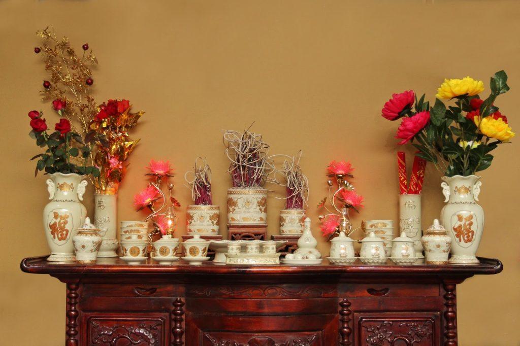 Vị trí đặt bát hương trên bàn thờ gia tiên rất quan trọng
