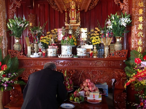 Cách bày trí bàn thờ tổ tiên ngày tết hợp phong thủy