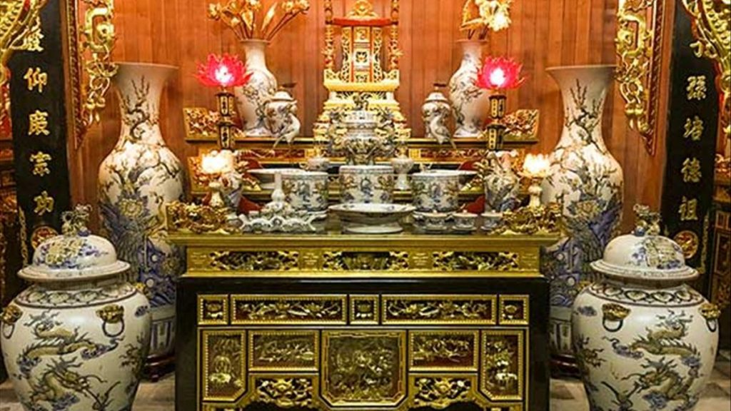 Các đồ vật đặt trên bàn thờ gia tiên