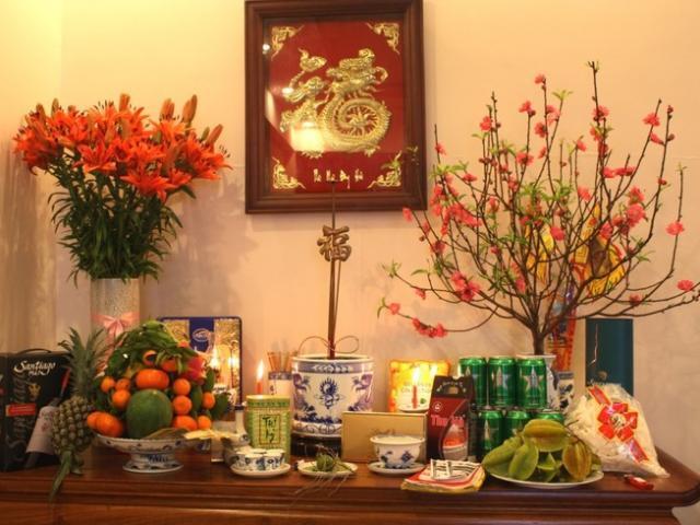 Cắm hoa để bàn thờ tổ tiên ngày Tết sao cho đẹp mắt và hài hòa
