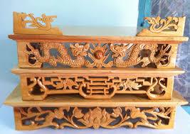 Bàn thờ treo tường chạm rồng mang phong cách hiện đại và cổ điển