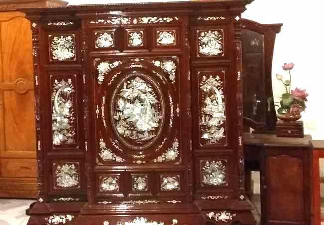 Các mẫu tủ thờ gỗ quý thiết kế chuẩn phong thủy độc và lạ