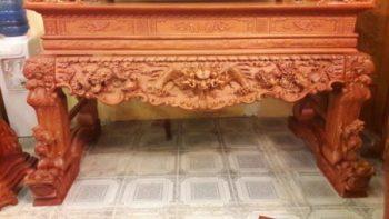 Sập thờ chân nghê được đóng hoàn toàn bằng lõi gỗ mít